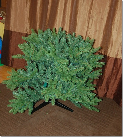 Unboxing a Christmas Tree 2009-11-27 021