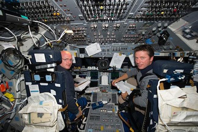 Space Shuttle Endeavor Flight Deck Has Eleventy Billion