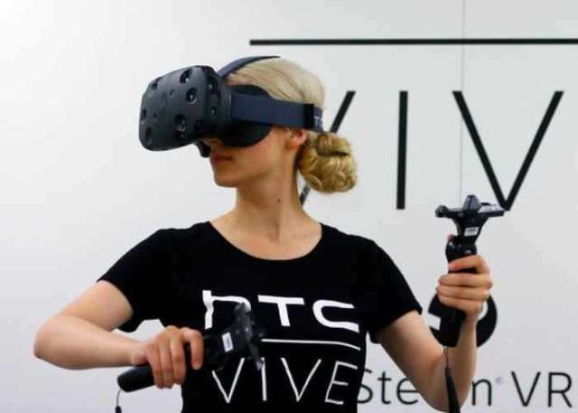HTC Vive Eclipse