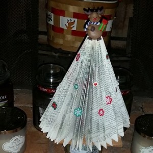 Crafting with The Geeky Blogger: Paperback Book Tree