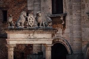 Lions stand on the Pozzo Dei Grifi E Dei Leoni in Piazza Grande