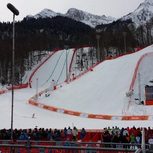 links Abfahrt bzw. Super-G Strecke, im Vordergrund der Slalomhang