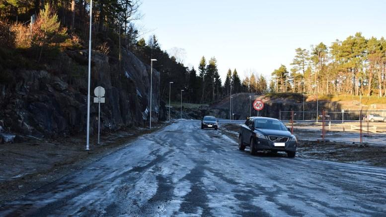 NY VEI: Den nye veien opp til Tromøyhallen og nytt skolebygg er nå veien for å komme seg opp. Foto: Esben Holm Eskelund