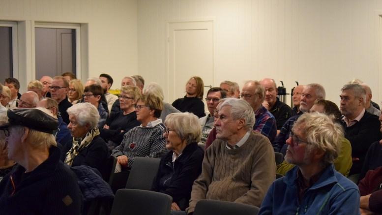 HISTORIEINTERESSE: En stor tilhørerskare møtte opp på klubbhuset på Sandnes tirsdag kveld for å få med seg et lokalt foredrag om skipsforlis og sjømannslivet på Tromøy. Foto: Esben Holm Eskelund