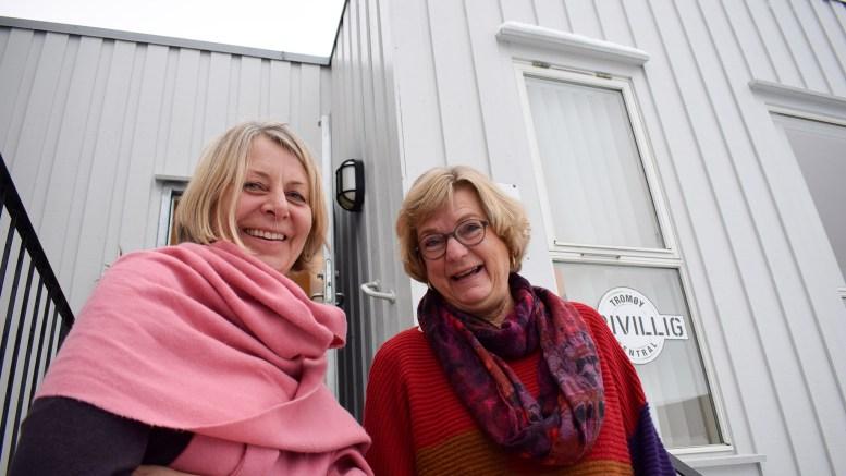 SPLITTES: Ellen Dale (t.v.) og Synnøve Bjerkholt leder henholdsvis Tromøy frivilligsentral og Tromøy helselag. Nå går helselagt ut av frivilligsentralen som eier. Foto: Esben Holm Eskelund