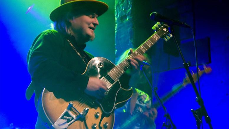 TIL TROMØY: Gitarlegenden Knut Reiersrud spiller konsert på Studio Spornes i vår. Pressefoto