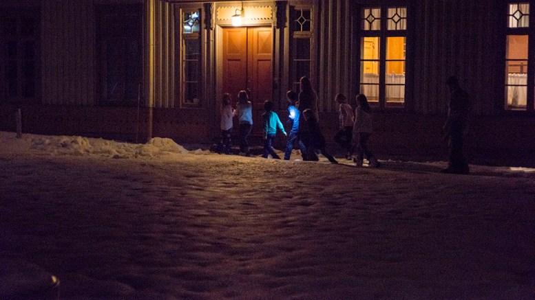 LITT SKUMMELT: Kuben Arendal inviterer til En natt på museet torsdag kveld denne uken. Her fra Langsæ gård i fjor. Foto: Gerd Corrigan/ Kuben Arendal