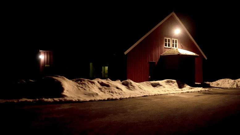 KNYTTNEVESLAG: Hendelsen en 17-åring må møte i retten for skal ha funnet sted ved «Flimra» på Hove en desemberkveld i fjor i forbindelse med et juleball. Foto: Esben Holm Eskelund