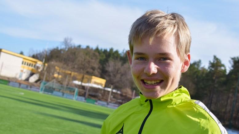 LØPETALENT: Christian Lauvdal Bie (15) fra Kongshavn er et talent på løpebanen. Han trener aktivt og har ambisjoner om deltakelse i større mesterskap. Foto: Esben Holm Eskelund