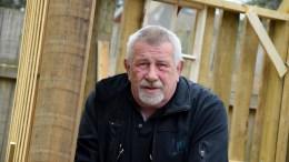 BYGGER GAVE: Jostein Andersen i Hove drifts- og utviklingsselskap blir pensjonist til høsten. Han er godt i gang med å bygge en avskjedsgave som vil komme mange til gode på Hove. Foto: Esben Holm Eskelund