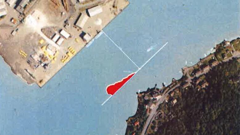 UNDERSJØISK: Ved å fjerne en knatte mellom Åmdalsøyra og havna kan farleden utvides med nesten 70 meter. Kart: Arendal Havn