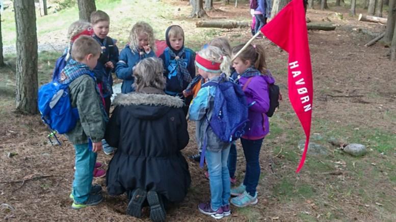 TROMØY-SPEIDERE: Åtte sjuåringer fra 2. Tromøy speidergruppe deltok på småspeiderkonkurranse på Tromøy. Foto: Innsendt