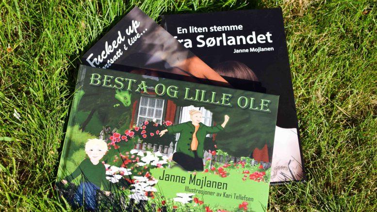 SIGNERT PREMIE:Lokalavisen Geita har fått flere nye abonnenter, en av dem har vunnet bokpremie signert tromøyforfatter Janne Mojlanen. Foto: Esben Holm Eskelund