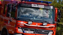 BRANNKOSTNADER: Mange skogbranner i sommer, gir budsjettutfordringer for brannvesenet. Også på Tromøy brant det i tørt terreng. Foto: Esben Holm Eskelund
