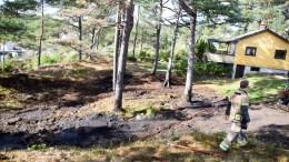 KJØRVIGEN: Mannskap fra brannstasjonen på Eydehavn fikk slått ned gressbanen ganske fort. Foto: Esben Holm Eskelund