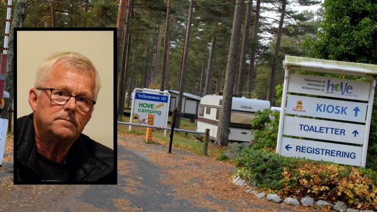 SKUFFET: Han har feriert i campingvogn på Hove Camping i en årrekke. Nå blir han og alle campingvogngjestene tvunget vekk. Foto: Esben Holm Eskelund