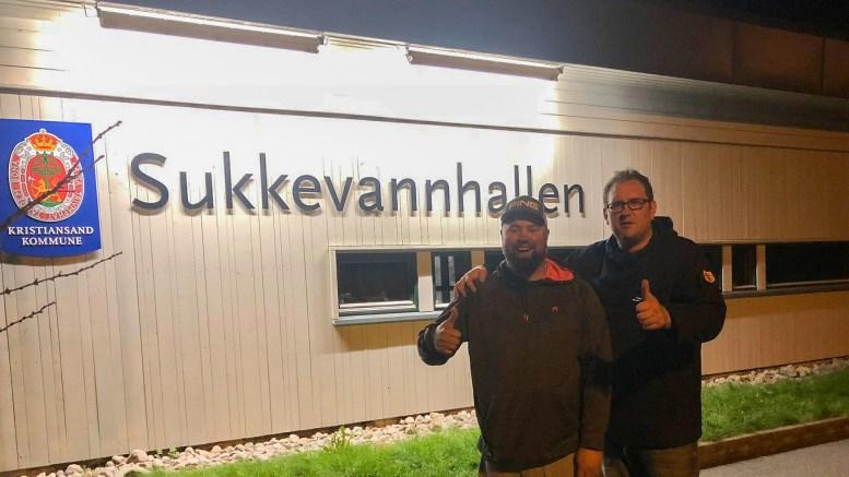 HÅNDBALL: Sesongen er i gang for Traumas 4.divisjonslag, her representert ved Kristian Mouland og Tore Abrahamsen. Foto: Trauma Håndball/Facebook