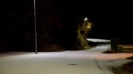 HVIT NATT: Like etter midnatt natt til mandag falt sesongens første snødryss over deler av Tromøy. Foto: Esben Holm Eskelund