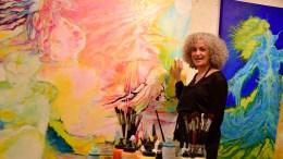 TROMØYATELIER: Kunstner Anne Bulien har atelieret sitt på Skaveløkka. Nå pågår utstilling i Lille Torungen i Arendal kulturhus. Foto: Esben Holm Eskelund