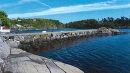 LIGGER LIKEVEL: Moloen på Narestø kan bli kommunal eiendom for 120.000 kroner. Det mener både havnestyret og formannskapet er unødvendig å bruke. Foto: fra saksfremlegget