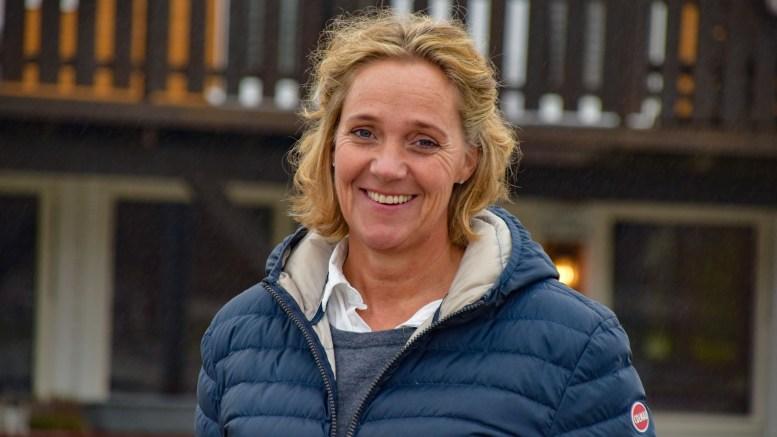 ÅRETS ILDSJEL: Åse Mortensen fra Tromøy ble kåret til årets ildsjel i Aust-Agder 2018. Hun brenner for hestesporten og ble hedret for innsatsen. Foto: Esben Holm Eskelund