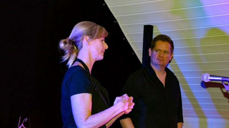 STUDIOVERTER: Mari Dale og Tom Rudi Torjussen avslørte noe av suksessen bak Studio Spornes på Markedsforum Aust-Agders frokostmøte sist uke. Foto: Esben Holm Eskelund