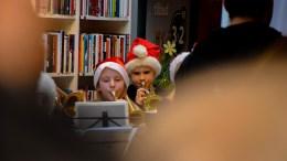 JULESTEMNING: Tromøy skolemusikkorps sørget for julestemning på Tromøytunet lørdag. Foto: Esben Holm Eskelund