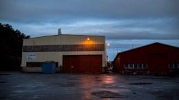 ALARMEN GIKK: Brannvesenet rykket ut på automatisk brannmelding fra en bygning på Pusnes tirsdag morgen. Foto: Esben Holm Eskelund