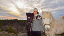 HESTEOPPLEVELSER: Tone Pernille Sivertsen i Wannado Hesteopplevelser kan med et tilskudd fra Ungdommens bystyre i Arendal gi gratis hestetimer for ungdom på Tromøy som sliter med hverdagen. Et samarbeid med skolene er i startfasen. Foto: Esben Holm Eskelund