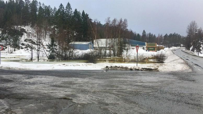 MÅ ENDRES: Øst for Norsafe må den planlagte gang- og sykkelveien fra Holtet til Skudereis legges om på grunn av krevende og kostbare grunnforhold. Foto: Esben Holm Eskelund