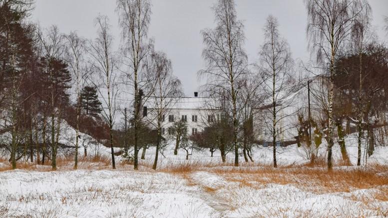 STORENG: Herskapelig gård langs Revesandsveien, mellom Slåttøya og Lieng. Foto: Esben Holm Eskelund