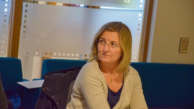 GA HOVE-KRITIKK: Venstres Cathrine Høyesen Hall ble overrasket over opplysninger om at kommunens planavdeling enda ikke har kommet særlig lang i arbeidet for oppstart av regulering av campingområdet på Hove. Foto: Esben Holm Eskelund