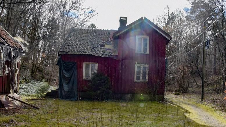 EPLESTØ: Gammelt småbruk med idyllisk plassering. Foto: Esben Holm Eskelund