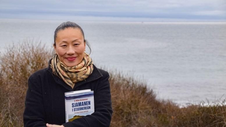 BOKAKTUELL:Tromøy-forfatter MiRee Abrahamsen dro til Asia for å skrive sin nye bok. Nå er hun klar for lansering. Foto: Esben Holm Eskelund