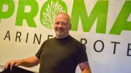BUNNSTOFFERSTATNING: Kurt Hellevik i Pro-Mare Marine Productions AS mener selskapet har funnet en god løsning for fritidsbåtmarkedet, som kan fjerne miljøproblematisk bunnstoff. Foto: Esben Holm Eskelund