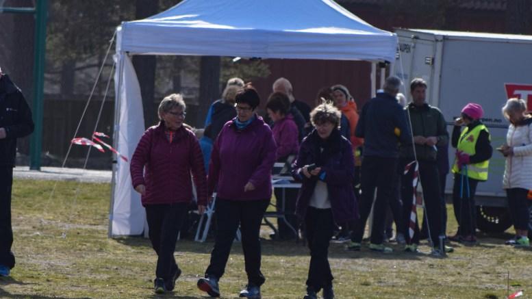 TERRENGKARUSELLEN: Flesteparten som deltok i terrengløpet på Hove la ut på trimtur. Foto: Esben Holm Eskelund