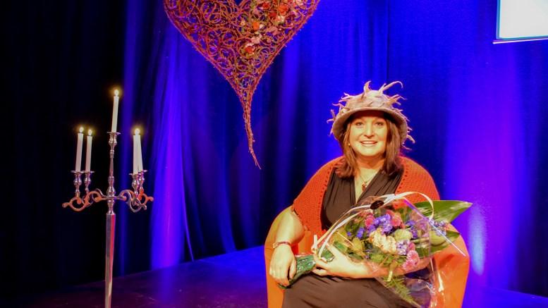 SØLVE FISKESPRETT: Fredag lanserte tromøyforfatter Margareth Anker sin nye bok om hjertebarnet Sølve i Arendal kulturhus. Foto: Esben Holm Eskelund