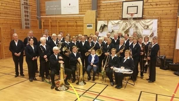 SOMMERKONSERT: Musikerne i Tromøy Veterankorps girer opp mot sommerferie og holder konsert. Foto: Tromøy veterankorps