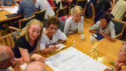 PASS MUNNEN: Kristina Stenlund Larsen, listekandidat for Hovelista (t.v.) er oppgitt over at innbyggere blir kalt for støy i Hove-saken. Foto: Esben Holm Eskelund