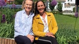 TV-AKSJONEN: – Nå er det hennes tur, er slagordet TV-aksjonens tromøydamer Tone Pernille Sivertsen og Anita Mørland (t.v.), jobber under for TV-aksjonen i Agder i år. Pressefoto