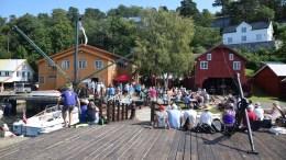 HOT PÅ VERFTET: Mange fikk fatt på eksklusive billetter til Canal Streets nye scene på Bratteklev skipsverft. Foto: Esben Holm Eskelund