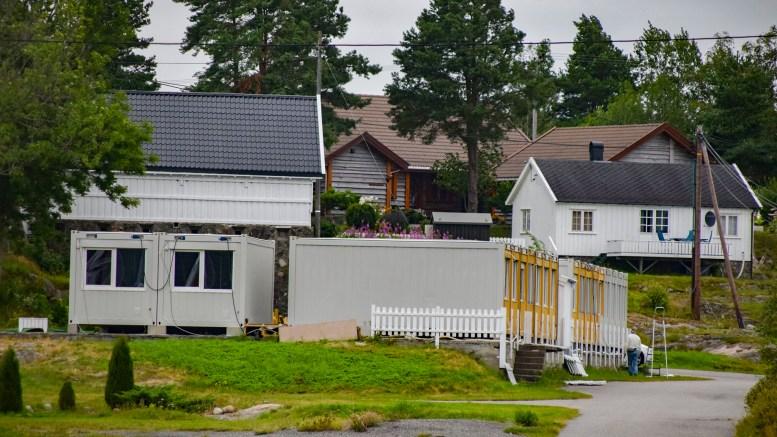 INNKVARTERING: Arendal Herregaard søker om midlertidig godkjenning for bruk av brakkebygg på eiendommen. Foto: Esben Holm Eskelund