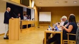 EIENDOMSSKATT: Kristoffer Lyngvi-Østerhus (H) ba om svar på om det er mulig å oppheve avtalen med selskapet som har fått tildelt jobben med å omtaksere alle eiendommene i Arendal kommune. Foto: Esben Holm Eskelund