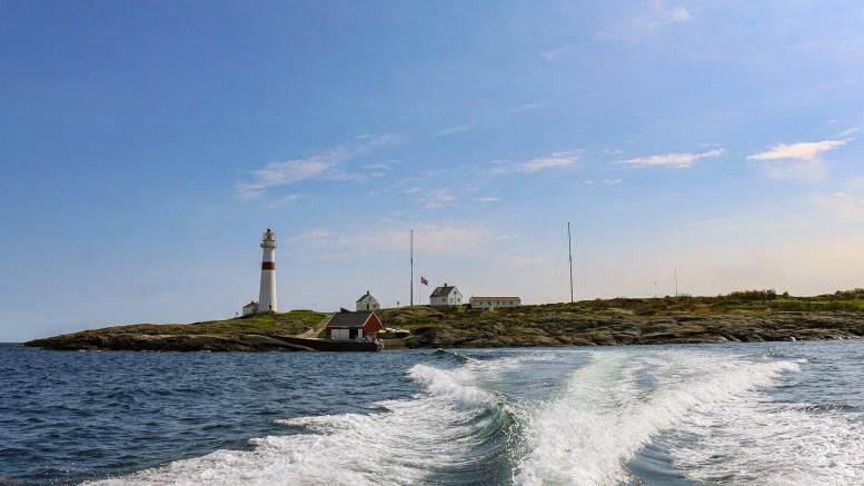 GUMMIBÅTHAVARI: To personer ble reddet på havet fra en gummibåt uten motor ved Store Torungen fyr natt til søndag. Arkivfoto