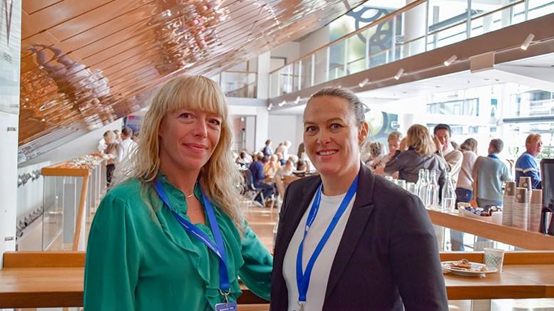 RÅDGIVERKURS: Ellen Oland Gullhav og Siv Øygarden fra Roligheden skole var to av de lokale rådgiverne som deltok på landskurs for rådgivere i Arendal. Foto: Esben Holm Eskelund
