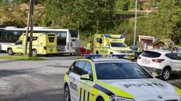 KRASJET MED BUSS: En MC med to personer skal ha kjørt inn i bussen på endeholdeplassen på Skare. Foto: Esben Holm Eskelund