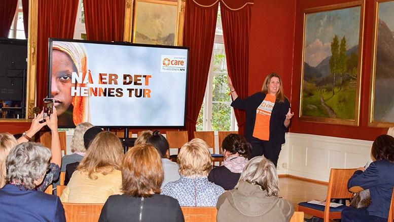 TV-AKSJONEN: Generalsekretær i Care, Gry Larsen, deltok på det lokale mobiliseringsarrangementet satt i verk av tromøykvinner. Foto: Esben Holm Eskelund