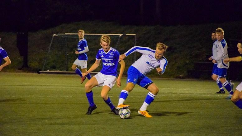 SPISSTALENT: Mathias Bachmann Holm fra Tromøy gjestet A-laget torsdag kveld og jaktet målet for Trauma i kampen mot Birkenes. Foto: Esben Holm Eskelund