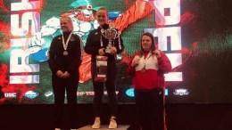 VM-KLAR: Tromøy-bokser Amalie Anker Johansson (midten) er klar for verdensmesterskap i kickboksing. Foto: privat