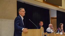 SKYVER BUDSJETTBEHANDLINGEN: Robert C. Nordli (Ap) fikk bystyret med seg på å utsette behandlingen av et krevende kommunebudsjett til desember. Arkivfoto